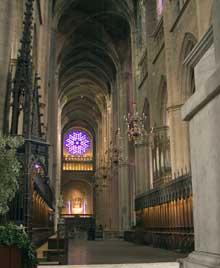 Rodez: la cathédrale: La nef et la grande rose