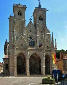 Semur en Auxois. Collégiale Notre Dame. La façade