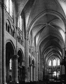 Sens: la cathédrale. La nef