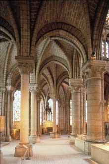Saint Denis: l'abbaye: le déambulatoire