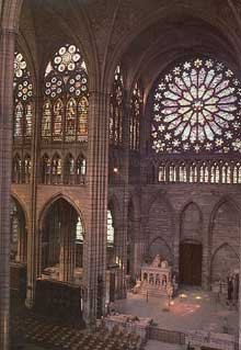 Saint Denis: l'abbaye: le transept nord