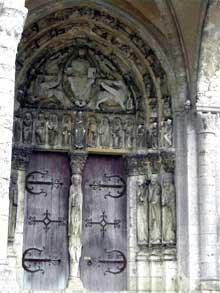Eglise saint Loup de Naud: le portail de transition roman-gothique