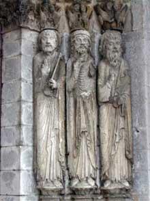 Eglise saint Loup de Naud: le portail de transition roman-gothique. Piédroit