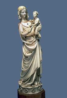 Vierge à l'Enfant de la Sainte-Chapelle Paris, vers 1250-1260 Statuette en ivoire, traces de polychromie - H 41 cm