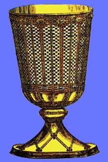 Reproduction du calice de saint Eloi. Trésor de l'abbaye de Chelles fondée en 658 par la reine Bathilde. Le calice, d'or pur, mesurait environ un pied de haut et contenait environ une hémine, ou seize onces (un 1/2 litre). Le décor est formé d'émaux et de pierres incrustées