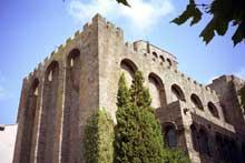 Agde: la cathédrale saint Etienne. Coté sud-ouest.
