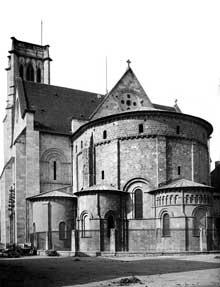 La cathédrale Saint-Caprais d'Agen. Abside et transept sud.