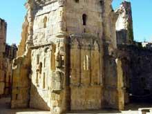 Alet les Bains (Aude): Abbaye – cathédrale, XIIè – XIVè siècles. Ruines de la cathédrale