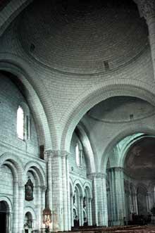Cathédrale saint Pierre d'Angoulême: couverture en file de coupoles