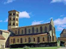 Anzy le Duc, église de la Trinité. Vue générale côté nord