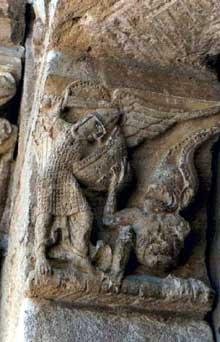 Anzy le Duc, église de la Trinité. Sculpture du portail
