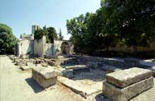 Arles, saint Honorat des Alyscamps: vue générale