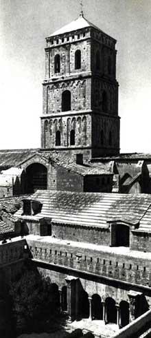 Arles, saint Trophime: tour de croisée