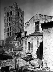 Arles sur Tech: Chevet et clocher de l'abbatiale, sainte Marie, XIè