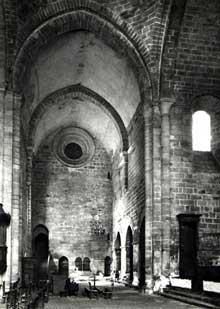 Aubazine (Corrèze): le monastère cistercien. La nef