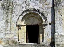 Aubiac, sainte Marie (XIIè): façade et portail
