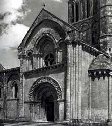 Aulnay du Saintonge: saint Pierre de la Tour. Le croisillon sud du transept