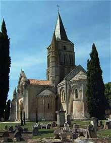 Aulnay du Saintonge: saint Pierre de la Tour. Abside et transept