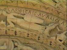 Aulnay du Saintonge: saint Pierre de la Tour. Détail du portail central de la façade occidentale