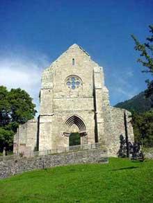 Aulps en Haute Savoie: l'abbaye cistercienne du XIè: une architecture de transition. Façade de l'abbatiale