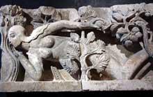 Autun, cathédrale saint Lazare: linteau du portail nord (fragment): Eve. Autun, musée Rolin