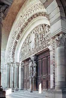 Autun, cathédrale saint Lazare: le tympan de la façade occidentale: vue générale