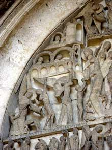 Autun, cathédrale saint Lazare: la façade occidentale: le tympan, partie droite du Christ: le groupe des élus de la première heure