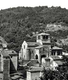 Auzon en Haute Loire: la collégiale saint Laurent, de la seconde moitié du XIIè