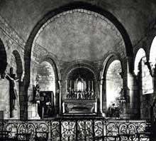 Auzon en Haute Loire: la collégiale saint Laurent, de la seconde moitié du XIIè. La nef