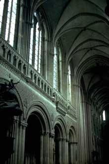 Bayeux, la cathédrale Notre Dame: la nef romane