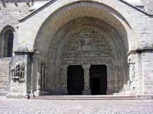 Beaulieu sur Dordogne. Le porche du côté sud de l'abbatiale