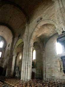 Beaulieu sur Dordogne, l'abbatiale. La nef centrale.