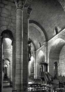 Bénévent l'abbaye (Haute Vienne): église abbatiale bénédictine de 1150. La nef centrale magnifiquement appareillée