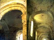 Bernay, l'église romane: croisée et bas-côté voûté de coupoles