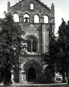 Blasimont (Gironde): la façade harmonieuse de l'église saint Nicolas, du XIIè