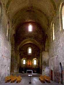 Boscodon (Hautes Alpes): nef de l'église abbatiale