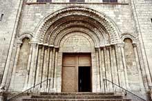 Saint Martin de Boscherville: l'abbatiale Saint Georges. Le portail