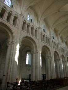 Saint Martin de Boscherville: l'abbatiale Saint Georges. L'élévation de la nef centrale