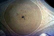 Bourg Charente. Eglise du Prieuré Saint Jean. Les trois coupoles sur pendentifs du prieuré Saint jean de Bourg Charente recouvrent tout le vaisseau et la croisée de l'édifice.