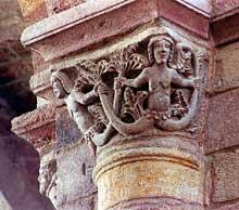 Brioude, église saint Julien: chapiteau des sirènes