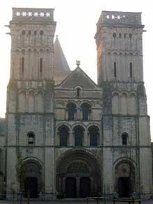 Caen, abbaye de la Trinité ou «abbaye aux Dames». Façade