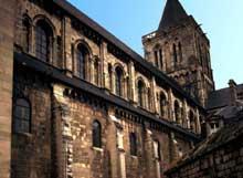 Caen, abbaye de la Trinité ou «abbaye aux Dames». Bas côté