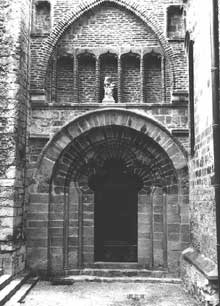 Cahors, la cathédrale saint Etienne. Portail nord. Détail des piedroits