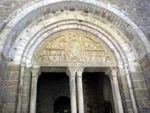 Carennac en Lot: église saint Pierre. Le portail