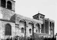 Champdieu en Loire: le prieuré bénédictin saint Domnin. Côté nord