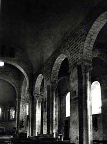 Champdieu en Loire: le prieuré bénédictin saint Domnin. La nef
