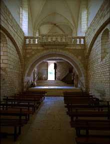 Chancelade (Dordogne): l'abbaye. La nef centrale de l'église abbatiale
