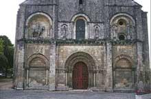 Châteauneuf sur Charente: église saint Pierre. Façade occidentale