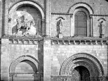 Châteauneuf sur Charente: église saint Pierre. Façade occidentale. Détail