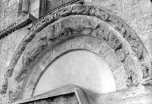 Châteaudun (Eure et Loire): église sainte Madeleine. Vestiges du portail sud